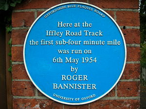 English: Blue plaque at Iffley Road Track, Oxf...