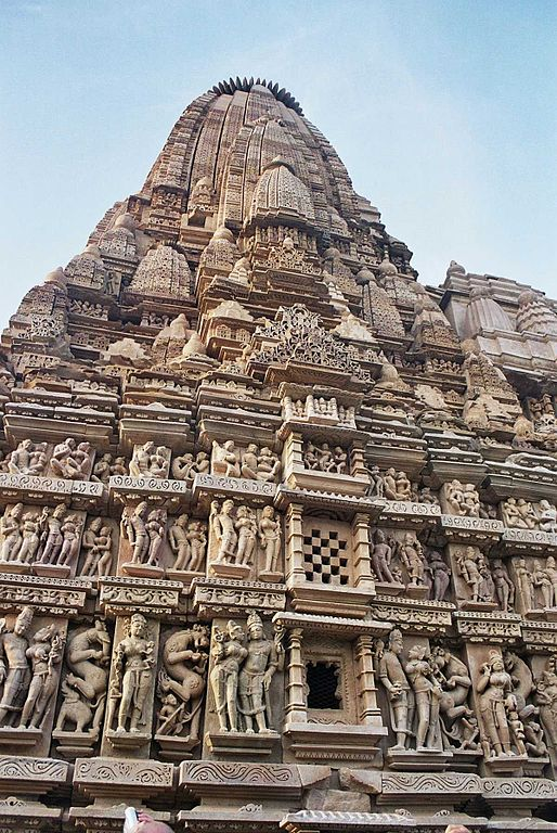 https://i2.wp.com/upload.wikimedia.org/wikipedia/commons/thumb/7/79/Khajuraho5.jpg/514px-Khajuraho5.jpg?w=618