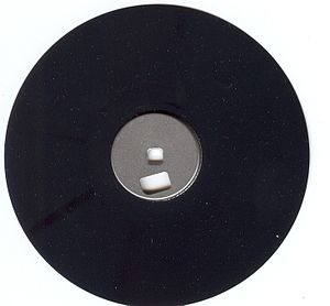 English: The magnetic disc from inside a 3.5&q...