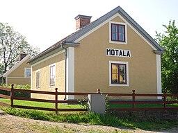 https://i2.wp.com/upload.wikimedia.org/wikipedia/commons/thumb/7/79/Motala_slussvaktarbostad.jpg/256px-Motala_slussvaktarbostad.jpg