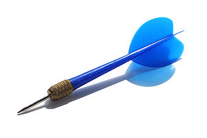 English: A blue plastic dart Español: Dardo de...
