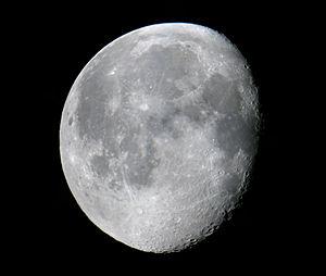 Waning gibbous moon. Français : Lune gibbeuse ...