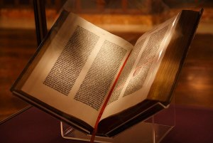 File:Gutenberg Bible, New York Public Library, USA. Pic 01.jpg