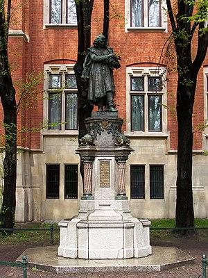 Nicolaus Copernicus Monument in Kraków. Espera...