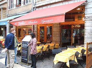 Another bouchon, Le tablier (the apron), in Vi...