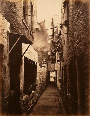 English: Slum in Glasgow, 1871