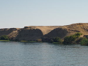 English: Nile left bank between Edfu and Kom O...
