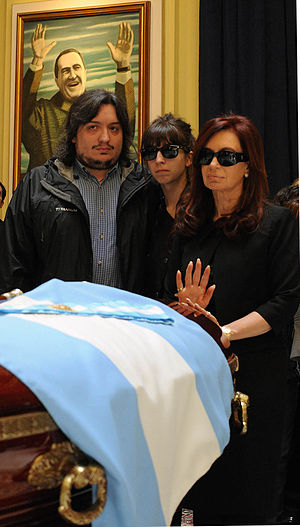 Español: La presidenta Cristina Fernández y su...