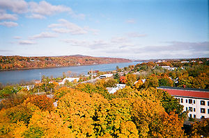 English: The Hudson River Valley from the Poug...