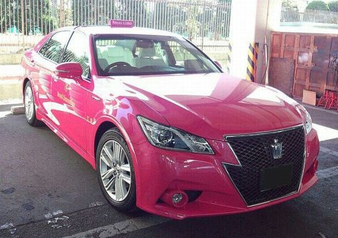 ファイル:TOYOTA CROWN ATHLETE ReBORN PINK TAXI 01.jpg