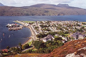 English: A view of the town of Ullapool, taken...