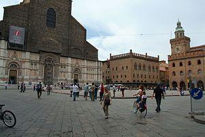 La facciata di San Petronio e il Palazzo dei n...