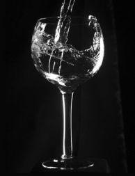 Español: Glass of water. Español: Copa con agua.