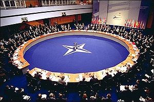 English: NATO-Summit 2002 Deutsch: NATO-Gipfel...