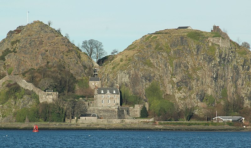Archivo:Scotland Dumbarton Castle bordercropped.jpg