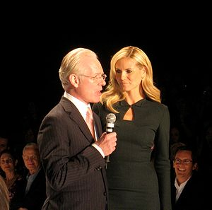 Deutsch: Tim Gunn und Heidi Klum. English: Tim...