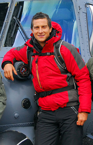 English: Bear Grylls in front of an Alaska Air...