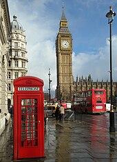 Tres Iconos De Londres El Big Ben La Cabina Telefonica De Color Rojo Y El Autobus De Dos Pisos