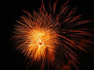 https://i2.wp.com/upload.wikimedia.org/wikipedia/commons/thumb/8/82/Orange_sparkle%2C_firework_that_is_really_amazing_%288282726074%29.jpg/320px-Orange_sparkle%2C_firework_that_is_really_amazing_%288282726074%29.jpg
