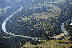 English: Brazos River, just below Possum Kingd...