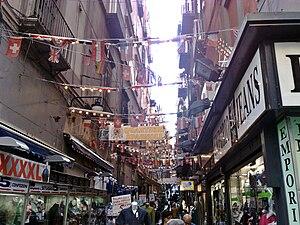 Italiano: Quartieri Spagnoli da Via Toledo. (N...