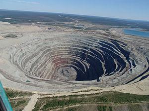 English: The open pit of the Udachnaya Diamond...