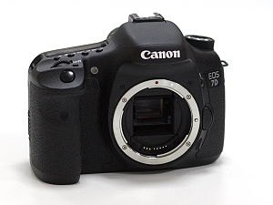 English: Canon EOS 7D, front view. Русский: Ca...