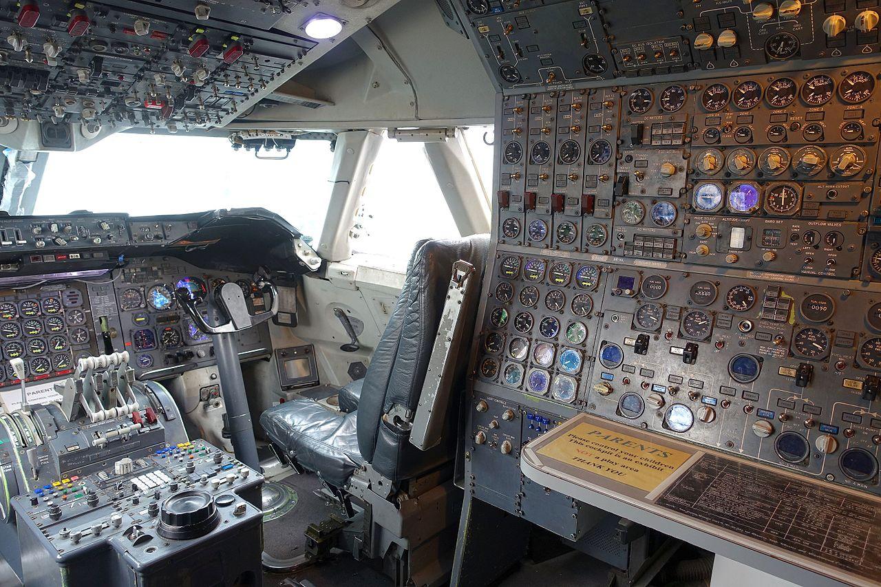 File Cockpit Of Boeing 747 136 Serial 20269 Registration