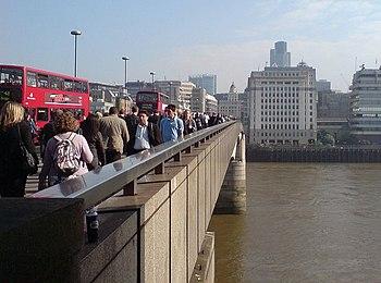 English: Commuters on London Bridge 8:50 on a ...