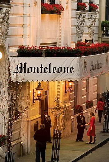 English: View of the beautiful Hotel Monteleon...