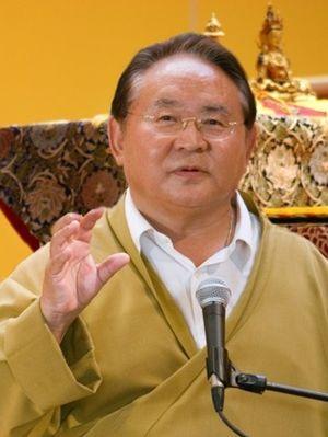 English: Sogyal Rinpoche teaching in Lerab Lin...