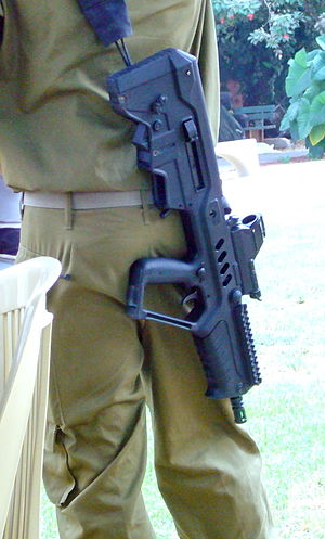 English: Israeli soldier with compact Tavor as...