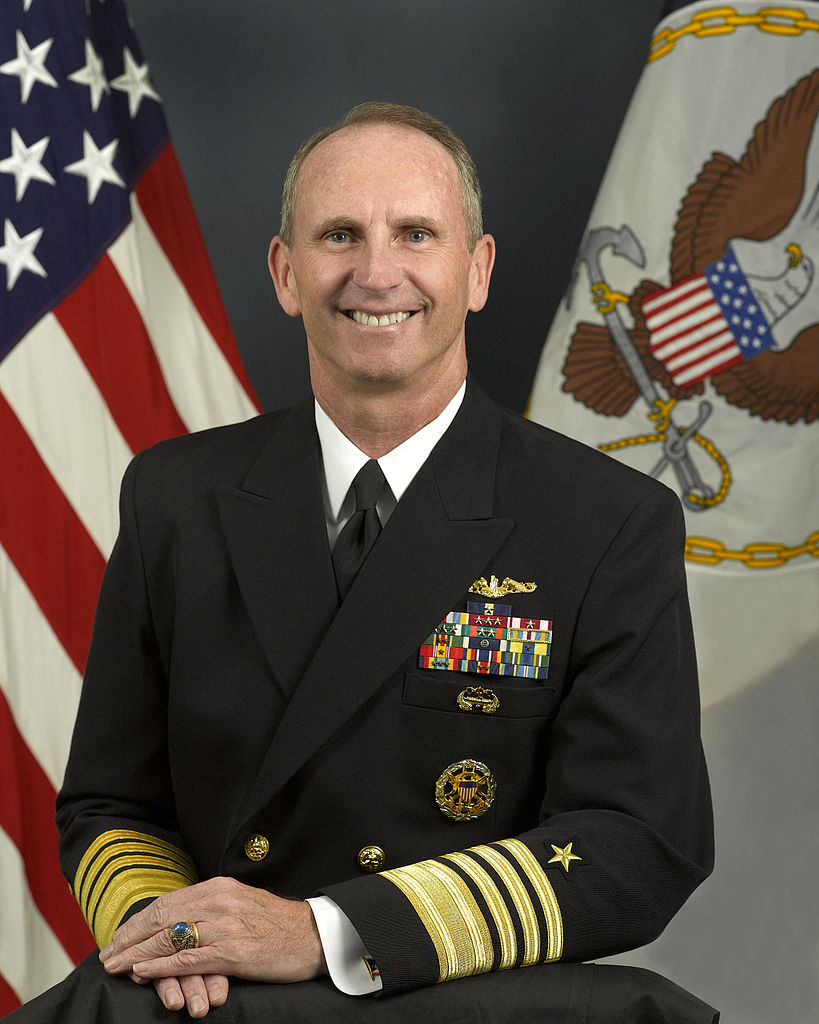 https://i2.wp.com/upload.wikimedia.org/wikipedia/commons/thumb/8/86/Admiral_Jonathan_W._Greenert_%28CNO%29.jpg/819px-Admiral_Jonathan_W._Greenert_%28CNO%29.jpg