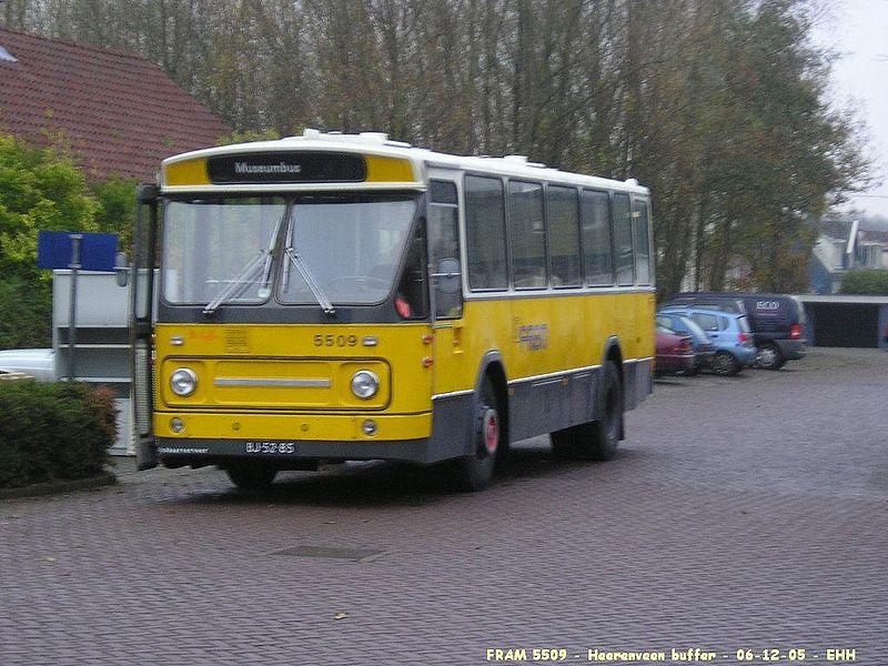 Gelede Bus Maken Van Twee Streekbussen Voor FCS