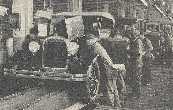 Wikipedia - linha de montagem da Ford