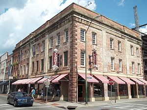 : Savannah Historic District: The Lady and Son...