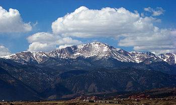 English: View of Pikes Peak from the Universit...