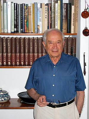 עברית: Professor Raphael Mechoulam