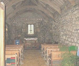 English: The interior of Eglwys Beuno Sant, Pi...