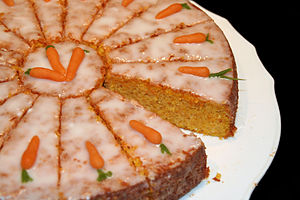 English: Carrot cake Deutsch: Rüeblitorte, Kar...