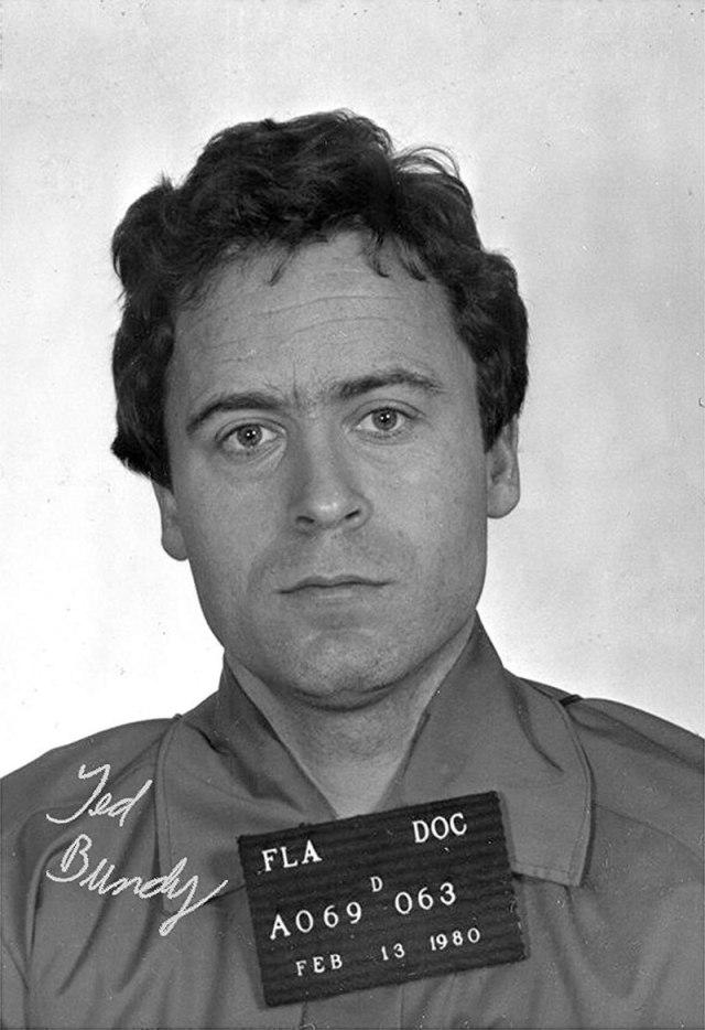 Полицейское фото Банди