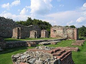 English: Ruins of Felix Romuliana palace Српск...