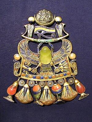 Tutanhkamun pendant with Wadjet