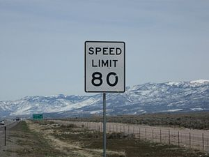 English: Speed Limit 80MPH on Interstate Highw...