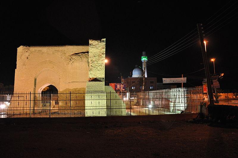 File:Awis al-Qarni mosque and Bab Baghdad, Ar-Raqqa.jpg