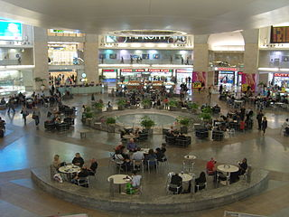 https://i2.wp.com/upload.wikimedia.org/wikipedia/commons/thumb/8/89/David_Ben-Gurion_Airport.JPG/320px-David_Ben-Gurion_Airport.JPG