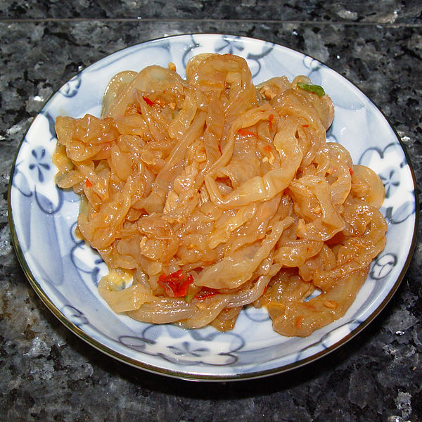 Ficheiro:Jellyfish sesame oil and chili sauce.jpg