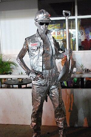 English: Human miner statue at the Feria de Hi...