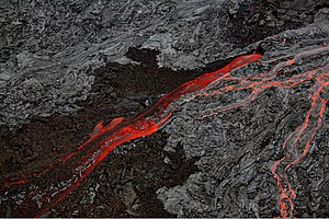 English: Pāhoehoe Lava and ʻAʻā flows at The B...