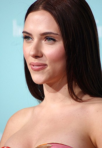 English: Scarlett Johansson at the film premie...